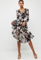 Missguided - Chiffon floral long sleeve midi dress