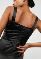 Missguided - Satin strap detail midi dress