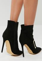 Missguided - Large buckle detail pointed heel boot