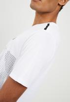 Nike - Tech futura tee