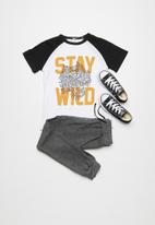 basicthread - Kids stay wild raglan tee