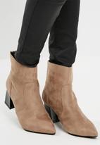 dailyfriday - Modern heel boot