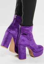 Missguided - Velvet platform ankle boot