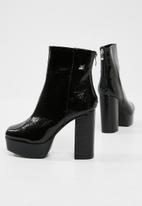Missguided - Vinyl platform ankle boot