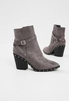 Missguided - Silver studded western ankle boot