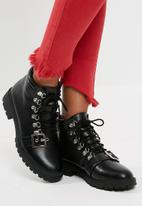 Missguided - Buckle strap hiker boot
