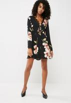 Missguided - Long sleeve lace dress