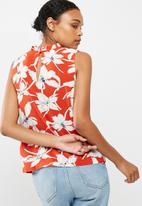 Vero Moda - July floral blouse