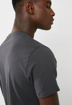 Levi's® - Graphic set in neck tee
