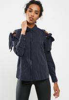 Jacqueline de Yong - Taylor cold shoulder shirt