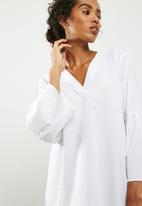 Jacqueline de Yong - Stella V-neck top