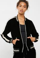 ONLY - Veronica velvet embroidered jacket