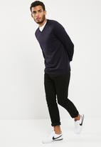 basicthread - Basic vee neck slim fit knit