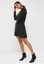 New Look - Spot jersey frill wrap dress