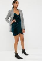 New Look - Crushed velvet wrap strappy bodycon