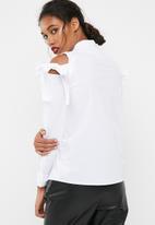Jacqueline de Yong - Taylor cold shoulder shirt