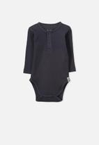 Cotton On - Baby mini henley bubbysuit