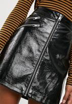 Vero Moda - Dalian patent PU skirt