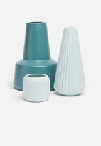 Grey Gardens - Triangle vase