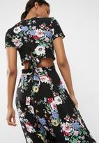 dailyfriday - Cap sleeve midi dress with tie detail