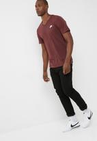 Nike - Nsw club embroided tee