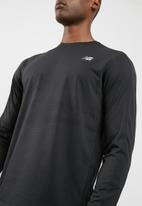 New Balance  - Accelerate active tee