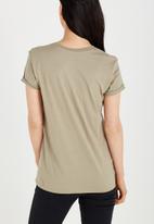 Cotton On - Tbar box graphic t shirt