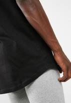 basicthread - Plain longline curved hem tee