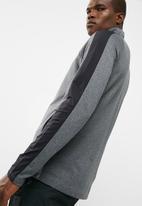 basicthread - Zip-through funnel neck