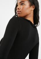 dailyfriday - Ruffle neck bodysuit