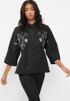 Missguided - Wide sleeve embroidered shirt