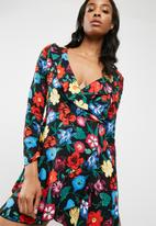 Missguided - Floral print frill detail tea dress
