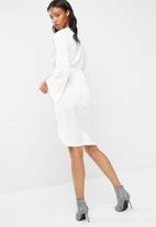 Missguided - Satin plunge knot front midi shift dress