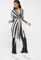 Missguided - Core twist front longline shirt thick stripe shirt