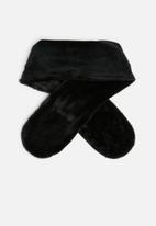 dailyfriday - Zee faux fur stole