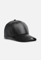 basicthread - Jayden faux leather cap - black