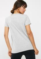 New Balance  - Stripe logo tee