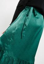 Vero Moda - Henna satin wrap skirt