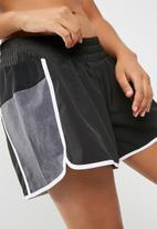 dailyfriday - Colour blocked shorts