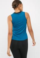 dailyfriday - Curved hem tank