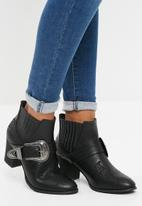 Missguided - Large buckle western chelsea boot