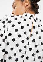dailyfriday - Blouse with pie crust neckline