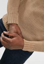 basicthread - Drop- shoulder fisherman knit
