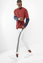 basicthread - Slim taped sweatpants