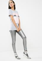 Missguided - Barbie x missguided longline graphic t-shirt