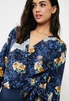 Missguided - Floral long sleeve tie side bodysuit