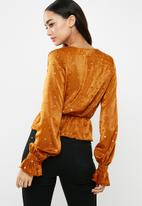 Missguided - Satin gold star detail long sleeve top