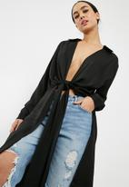 Missguided - Satin twist front longline shirt