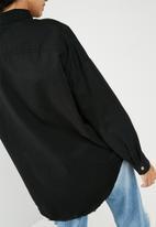 Missguided - Oversized washed denim shirt