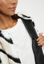 ONLY - Bailey faux fur coat